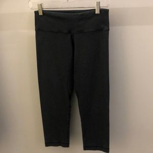 lululemon athletica Pants - Lululemon gray crop legging, sz 4, 68113